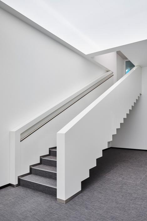 Treppe in Hochglanz, Bürogebäude