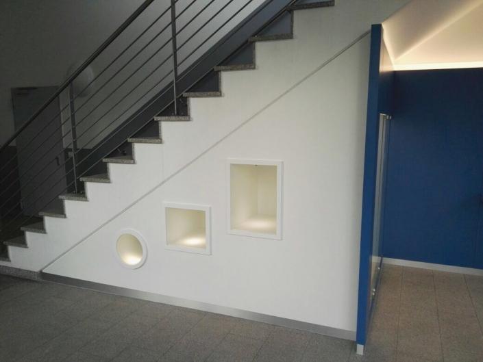Treppenunterbau Vitrinen