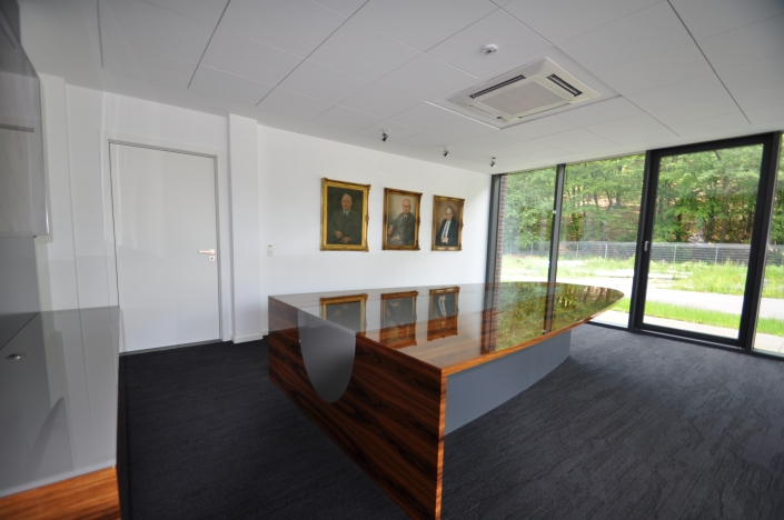 Konferenztisch in Santos Palisander Hochglanz